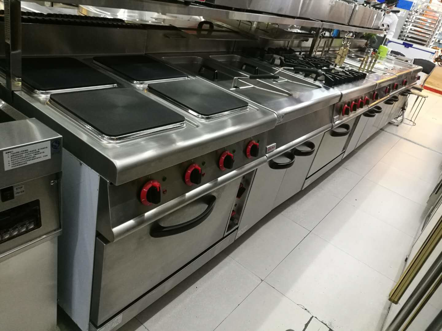 Western Kitchen Equipment Commercial Gas Stove 4 Burner With Down Oven 700 700 850 70mm